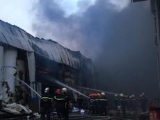 Cháy dữ dội ở Khu công nghiệp Vĩnh Lộc huyện Bình Chánh