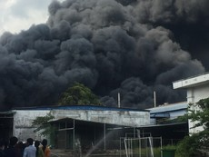 Cháy lớn tại khu công nghiệp Nhị Xuân, huyện Hóc Môn
