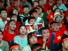 Vui - buồn cùng cổ động viên đội tuyển Việt Nam