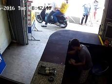 Clip: Tắt camera để trộm, thiếu niên 17 tuổi vẫn không thoát