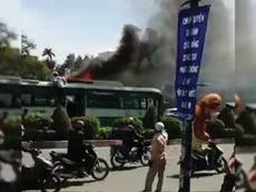 Tài xế kể lại giây phút lửa bốc cháy trên nóc xe buýt