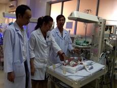 Bác sĩ nói về ca mổ tim kỳ diệu cho bé chỉ nặng 900 g