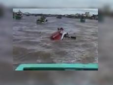 Clip: Tàu chìm ở lễ hội nghinh Ông, nhiều người gặp nạn