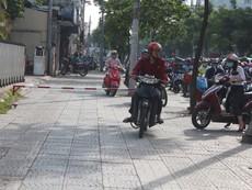 Quận 1 lắp barie trên vỉa hè đường Võ Thị Sáu