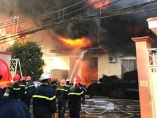 Hiện trường vụ cháy xưởng mút, xốp ở Bình Chánh