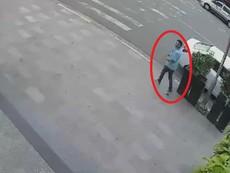 Đỗ xe vào cây ATM rút tiền, cô gái bị trộm lấy mất ô tô