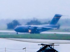 Clip: 'Ngựa thồ C17' của Mỹ đáp xuống sân bay Đà Nẵng