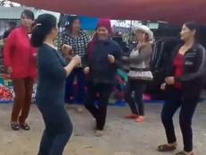 Tiểu thương chợ Hoành Vinh nhảy liên khúc remix