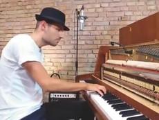 'Dậy sóng' với bản cover 'Despacito' bằng đàn piano