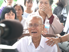 Cụ ông khóc tiễn biệt nguyên Thủ tướng Phan Văn Khải