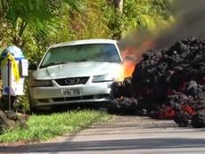 Dung nham 'nuốt chửng' ô tô ở Hawaii