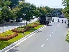 Nghi mất thắng, tài xế xe tải xử lý né được tai nạn thảm khốc