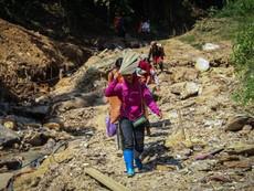 4 ngày sau cơn lũ dữ, nhiều bản làng ở Yên Bái vẫn bị cô lập