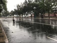 Gió rít từng cơn ở biển Vũng Tàu trước giờ bão đổ bộ
