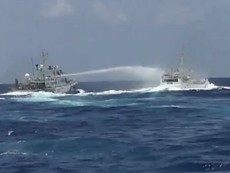 Clip tàu Trung Quốc dùng vòi rồng bắn vào tàu kiểm ngư Việt Nam