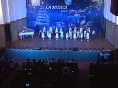 Ngộ nghĩnh dàn hợp xướng thiếu nhi hát mừng giáng sinh