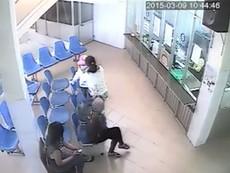 Cận cảnh 2 đối tượng trộm tài sản của người phụ nữ trong bệnh viện