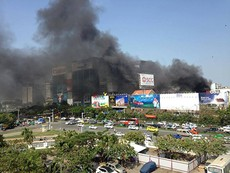 Clip cháy ở bãi xe gần sân bay Tân Sơn Nhất