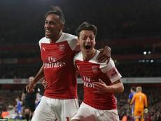 Arsenal thăng hoa, Emirates bùng nổ