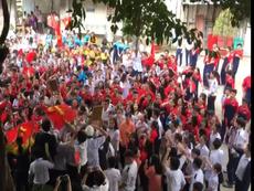 Học sinh 'bão' trong sân trường mừng U-23 Việt Nam