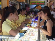Nhộn nhịp mua vàng ngày Vía Thần tài tại TP.HCM