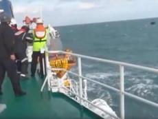 Clip: Tàu Hàn Quốc nã đạn đuổi tàu cá Trung Quốc