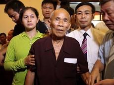 Clip: Cơ quan chức năng công khai xin lỗi tử tù Trần Văn Thêm