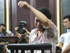 Cựu GĐ VN Pharma khóc ngất khi nói lời sau cùng tại tòa