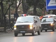 Clip: Đoàn xe chở ông Thăng cùng đồng phạm đến tòa