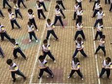 HS hào hứng múa võ trên nền nhạc 'Dòng máu lạc hồng'