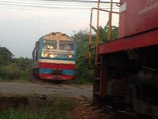 Clip: 2 tàu hỏa suýt tông nhau ở ga Dầu Giây