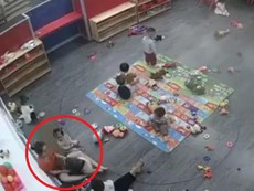 Clip: Cô giáo mầm non bạo hành trẻ ở Nghệ An
