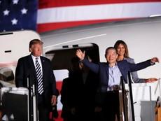Clip: Ông Trump đón 3 công dân Mỹ trở về từ Triều Tiên