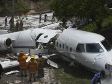 Máy bay gãy làm đôi khi hạ cánh xuống sân bay ở Honduras