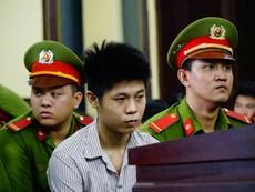 Người nhà gào khóc khi thấy kẻ giết 5 người ở Bình Tân