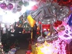 Nhộn nhịp chợ đồ Giáng sinh lớn nhất ở TP.HCM
