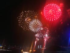 Màn bắn pháo hoa rực rỡ đón chào năm mới 2019 tại TP.HCM