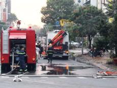 Giải cứu 4 người trong ngôi nhà lầu cháy ngùn ngụt
