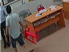 Cận cảnh vụ bác sĩ bị đánh tại phòng trực ở Nghệ An