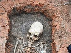 Tìm thấy bộ xương 2000 tuổi đầu hình nón, nghi người ngoài hành tinh