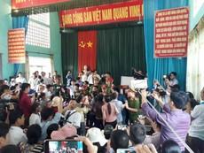 Clip: Cảnh hỗn loạn trong buổi xin lỗi ông Hàn Đức Long