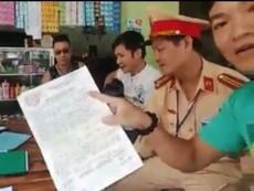 Clip: CSGT Nghệ An hát cùng người vi phạm