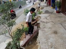 Nhà dân nổi cao hơn mặt đường cả mét ở Sài Gòn