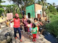 Chùm ảnh: Gia đình 17 người chuyển đến nhà mới
