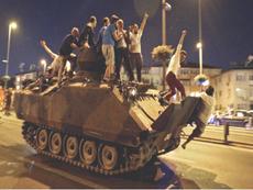 Đảo chính Thổ Nhĩ Kỳ: Cục diện chưa rõ, máy bay phe đảo chính bị bắn rơi