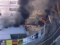 Máy bay rơi trúng trung tâm mua sắm Úc