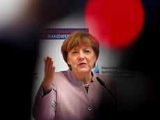 Ông Trump hoãn cuộc gặp với bà Merkel vì bão