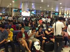 Nhiều chuyến bay đến TP.HCM phải hạ cánh ở... Cam Ranh