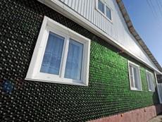 Ngôi nhà đặc biệt được xây dựng từ 12.000 vỏ chai