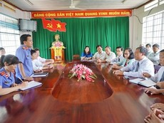 Clip VKS huyện Tân Phú xin lỗi chủ trang trại cá sấu